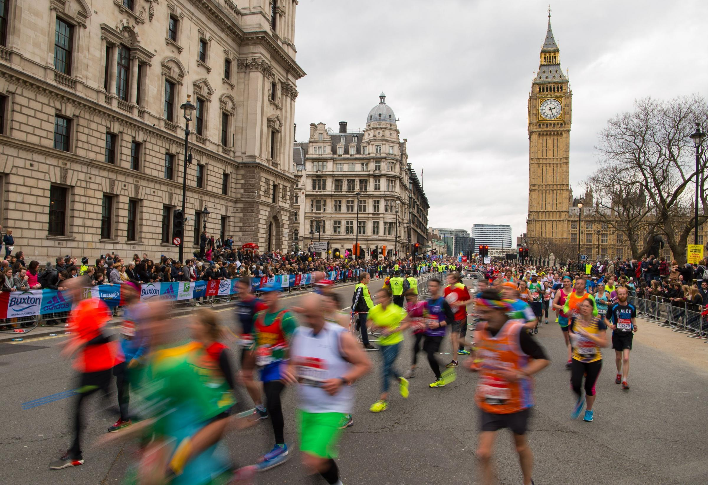Kenyans dominate London Marathon, Mo not happy