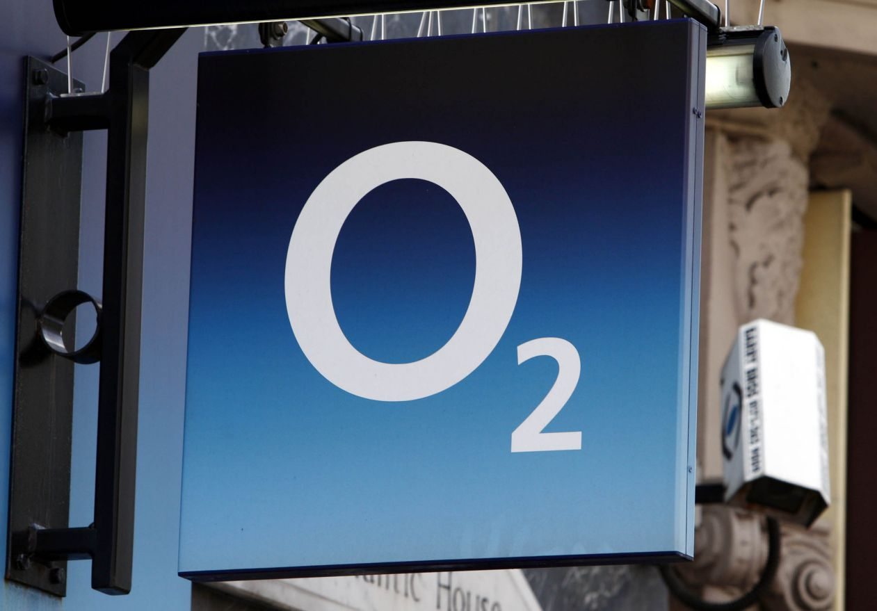 Glitch on O2 data network causes panic among commuters